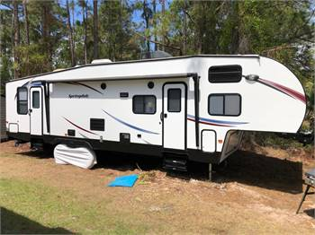 One Owner PRISTINE Front Bunk House FULL TIME READY!