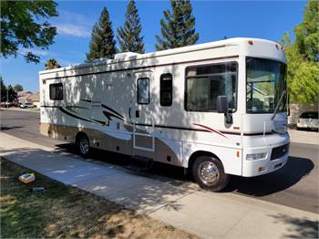 2007 winnebago chalet 30 ft with slide very clean hardly used
