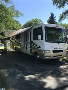 Well maintained low mileage 09 Four Winds Hurricane 33T